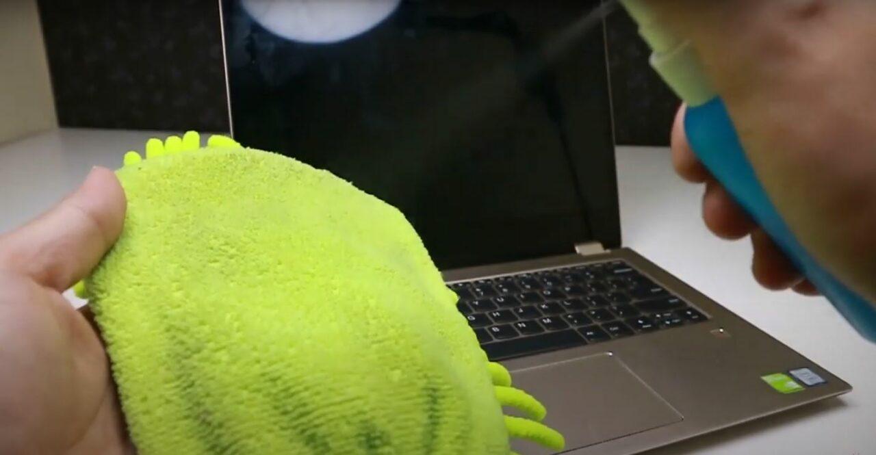 2Cara Membersihkan Layar Laptop